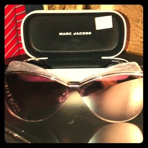 NWT Marc Jacobs Cat Eye sunglasses w/case